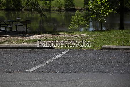 white line dividing parking spaces