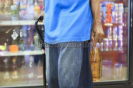 man with traumatic brain injury purchasing