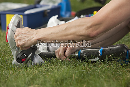 woman with prosthetic leg preparing for