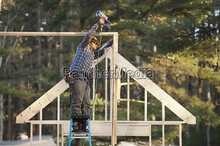 carpenter nailing roof structure