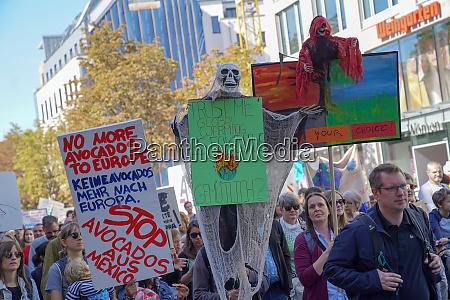 klimastreik und demonstrationszug in koeln