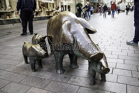 pigs statues in bremen