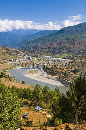 puna tsang chu river running through