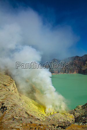 indonesia east java sulfur dioxide smoke