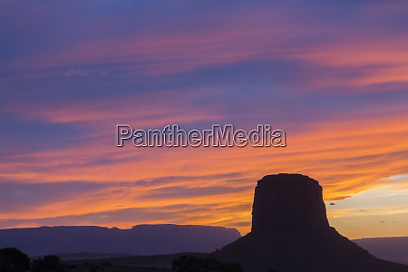 arizona monument valley mitchell butte sunset