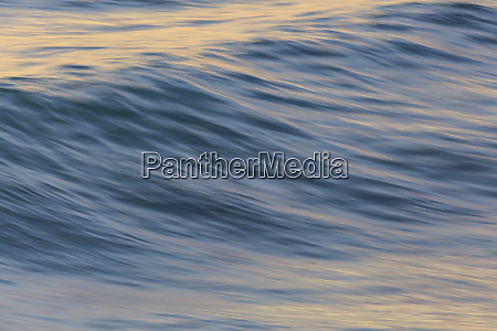 pacific ocean wave patterns after sunset