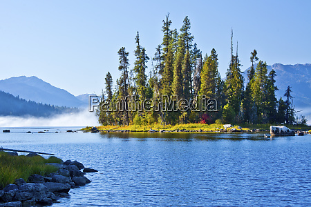 autumn scene lake wenatchee wenatchee national