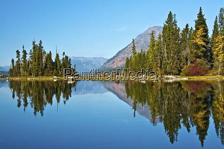 autumn reflection lake wenatchee wenatchee national