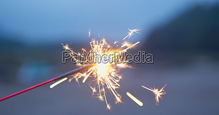 play with sparklers in the summer