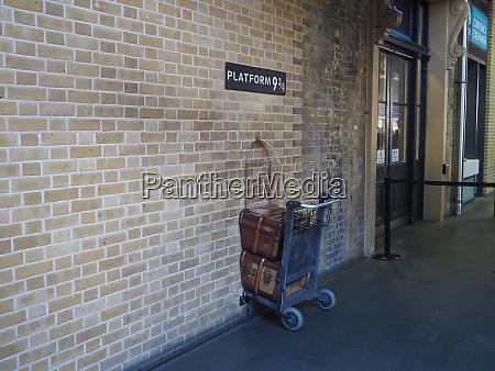 harry potter platform nine and three