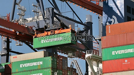 loading containers on a ship