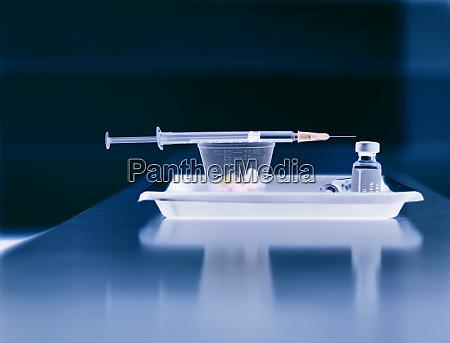 medicine patients medicine in a tray