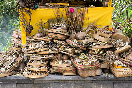 traditional balinese offerings to gods burned