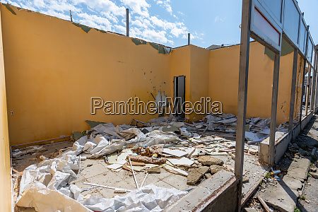 dismantling of an illegally built store