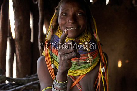 traditional muhila woman pointing with her