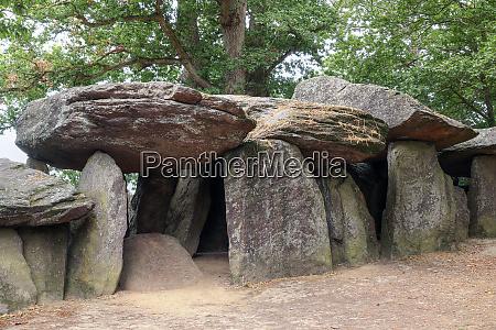 dolmen la roche aux fees the