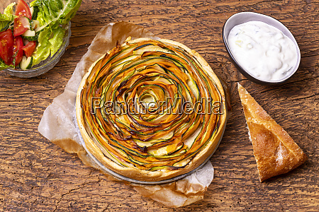shortcrust pie with carrots and zucchini