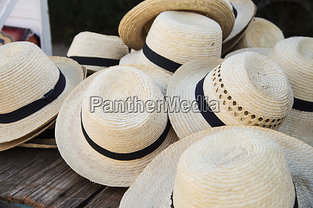 straw hats for sale in vinales