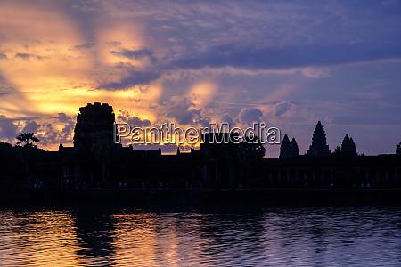 sunrise angkor wat temple built in