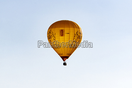 hot air ballon coming in the