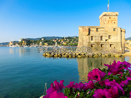 italian, castles, on, sea, italian, flag - 27445946