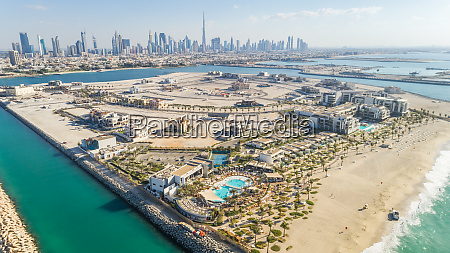 aerial view of pearl jumeirah island