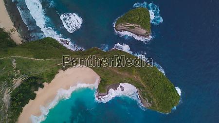 top aerial view of kelingking beach