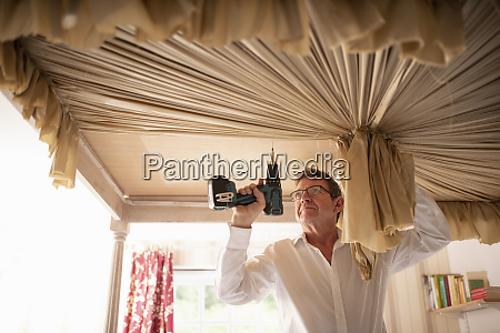 curtain fitter fitting canopy to four