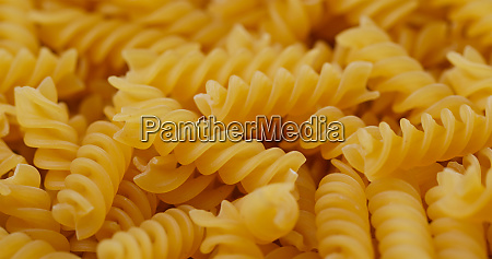 pile of the dried fusilli