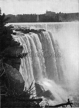 the fall of niagara in north