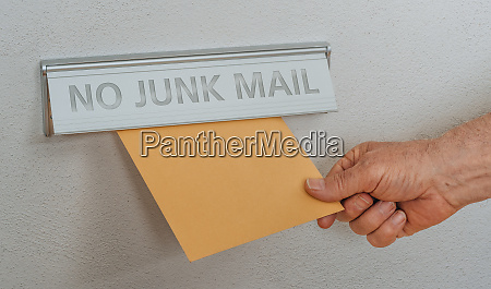 a letterbox with the inscription no