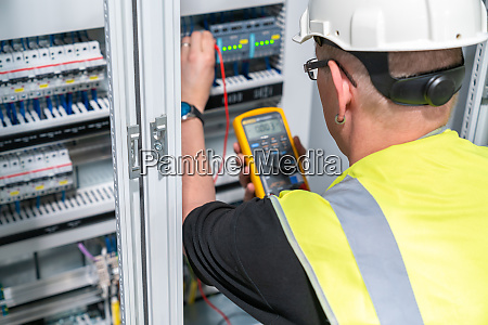 an electrical engineer performs a measurement