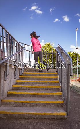 woman jogging in the stairs