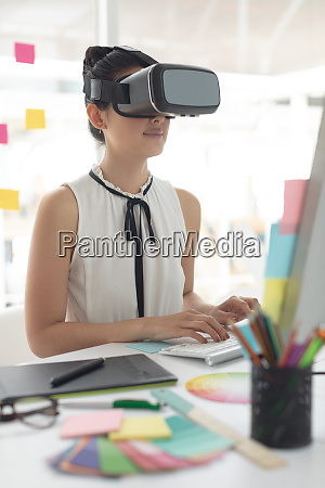 female graphic designer using virtual reality