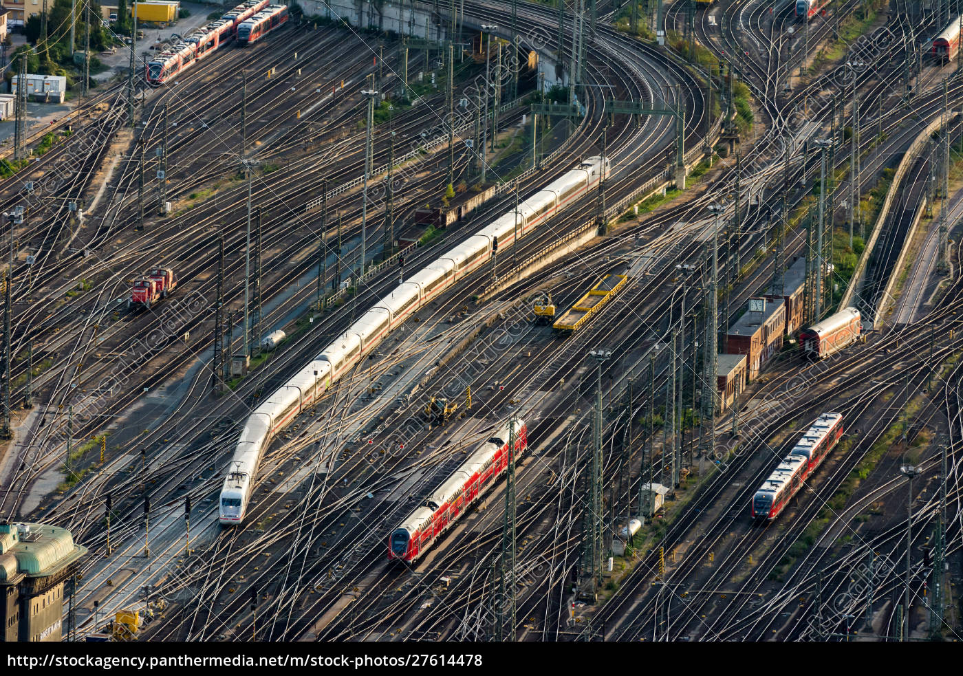 aerial, view, over, the, rails, towards - 27614478