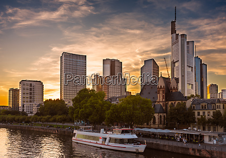 passenger, ship, in, the, main, river - 27614487