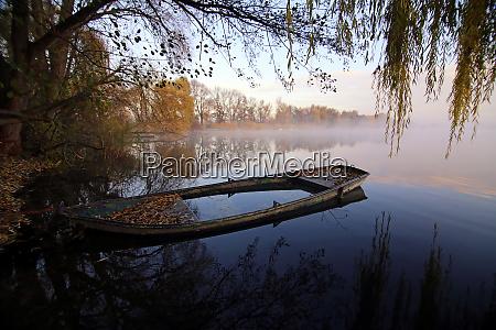 kahn on the shore of lake
