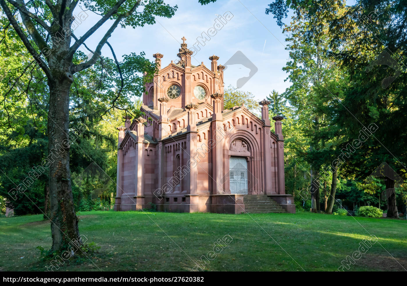 mausoleum, in, frankfurt, main, cemetery - 27620382