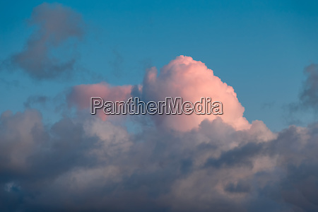 unusual pink sunset clouds