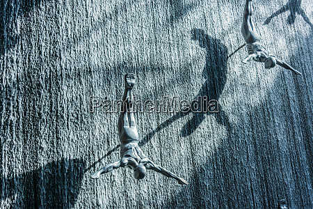 waterfall wall sculpture in dubai mall