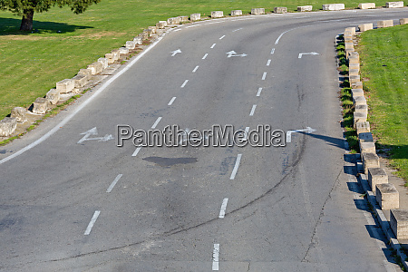 three lanes road
