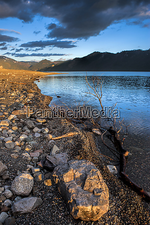 rocky shoreline in idaho