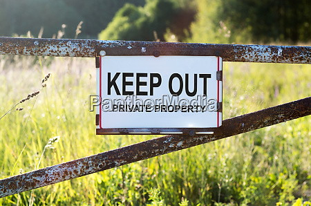 sign private property and keep out