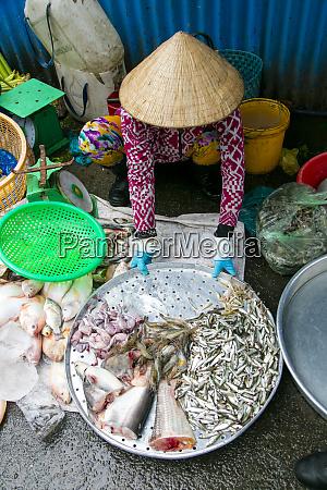 market sa dec mekong river vietnam