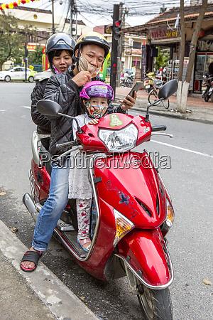 family moped hoi an vietnam