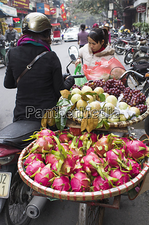 vietnam hanoi street food dragon fruit