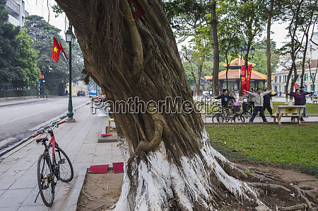 vietnam hanoi hoan kiem lake morning