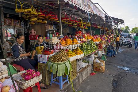 outdoor fruit stand phnom penh cambodia