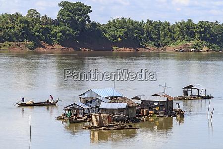 koh trong island floating vietnamese fishing