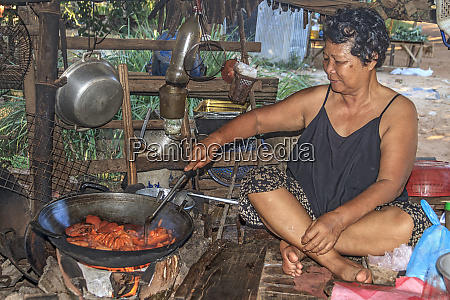 cambodia woman cooking pig intestines in